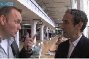 ARCHIEF @AtMostTV:  Interview bestseller-auteur Douglas Rushkoff #eday