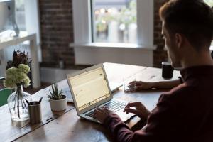 [Opvallend] 'Minder op kantoor werken maakt gelukkig'