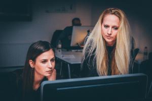 Onderzoek kantoormedewerkers: 'Werken op vakantie is voor managers'