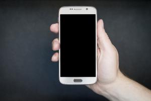 [Opvallend] 'Nederlanders zitten 34 dagen per jaar onafgebroken op hun smartphone' #onderzoek