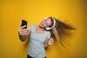 Onderzoek: 2/3 van de podcastluisteraars is meer podcasts gaan luisteren tijdens quarantaine