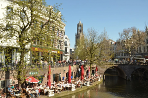 [ONDERZOEK] 'Heropening terrassen: 1 op 10 bezoekers vult gegevens niet goed in'
